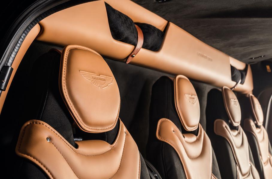 сидения в вертолёте Aston Martin Edition