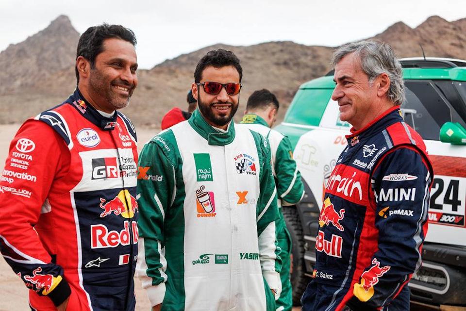 Слева направо: Нассер Аль-Аттия, Язид Аль-Раджи, Карлос Сайнс