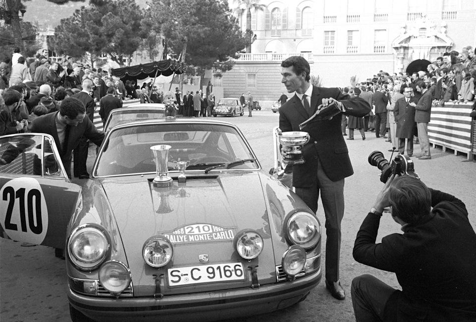 Вик Элфорд (справа) и Дэвид Стоун (слева) на Porsche 911 T – победители «Ралли Монте-Карло» 1968