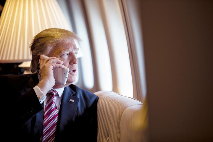 трамп и телефон