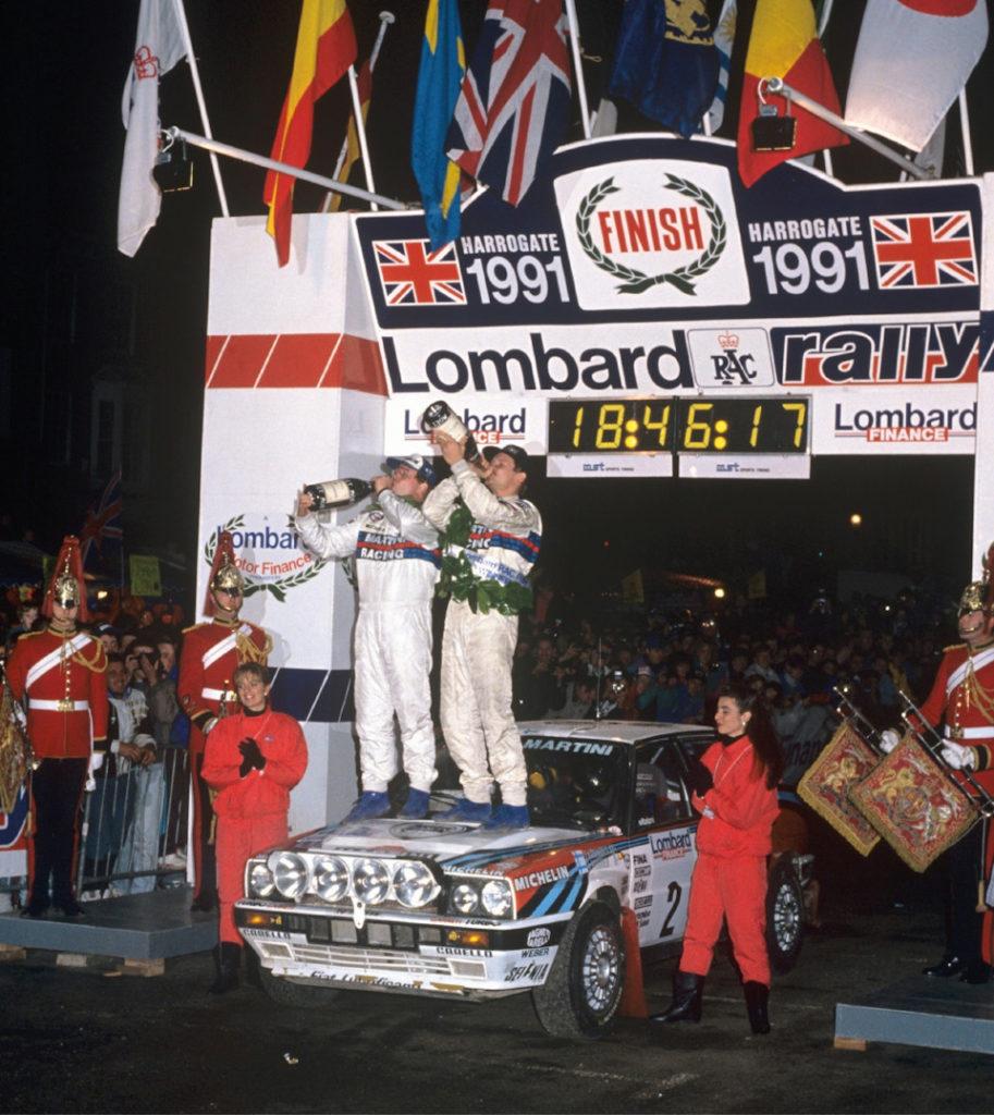 Юха Канккунен и Юха Пиронен на капоте Lancia Delta Integrale 16V празднуют победу в RAC-ралли и чемпионате '91.
