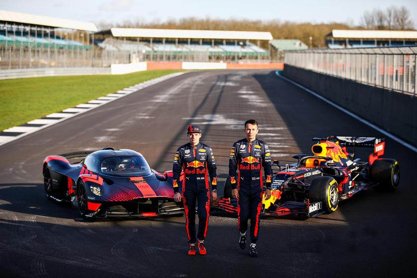 Гонщики Red Bull протестировали Aston Martin Valkyrie