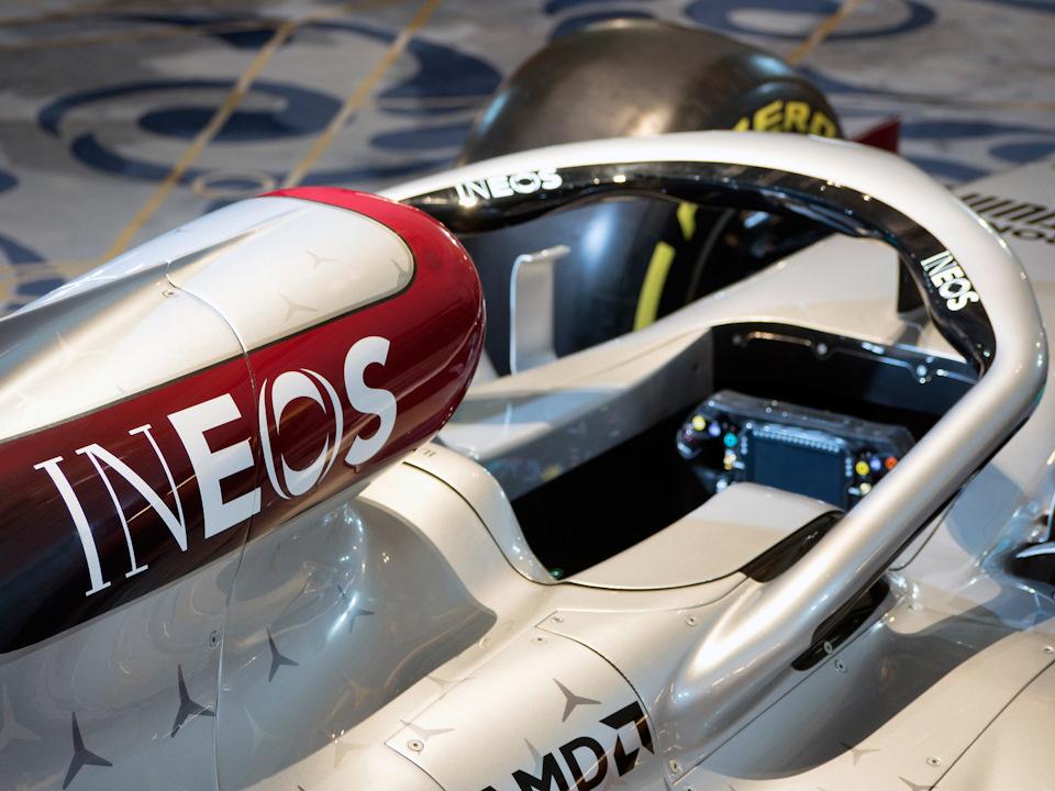 новый спонсор Mercedes W11