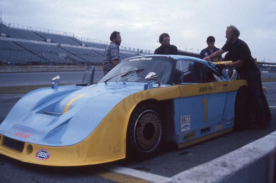 Так как отец и сын Полы обвинялись в связях с мафией, то возник вопрос: был ли единственный Porsche 935 с полноценным граунд-эффектом построен на деньги от наркобизнеса?