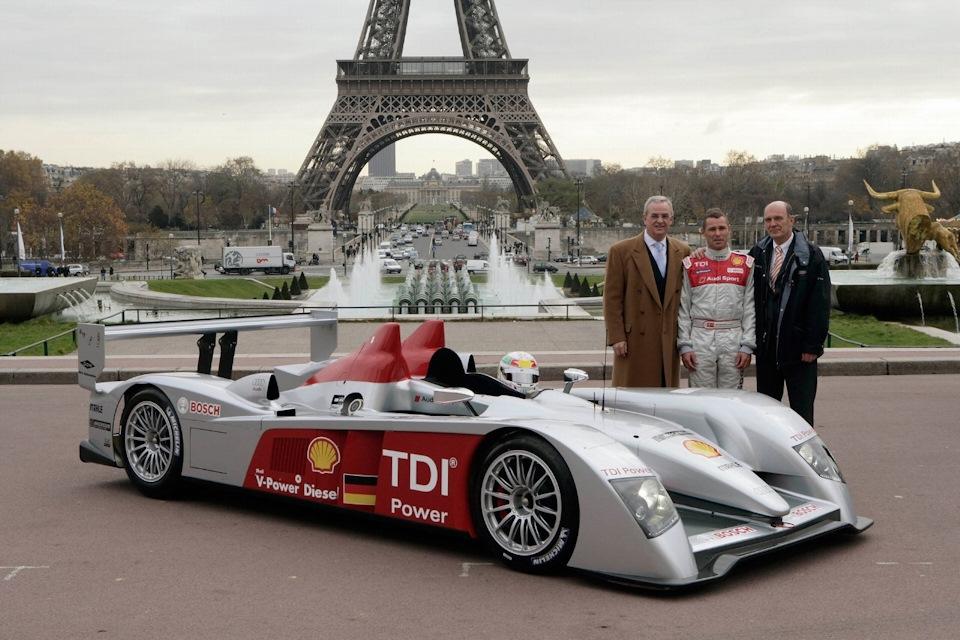 Профессор Мартин Винтеркорн, Том Кристенсен и Вольфганг Ульрих на презентации Audi R10 TDI