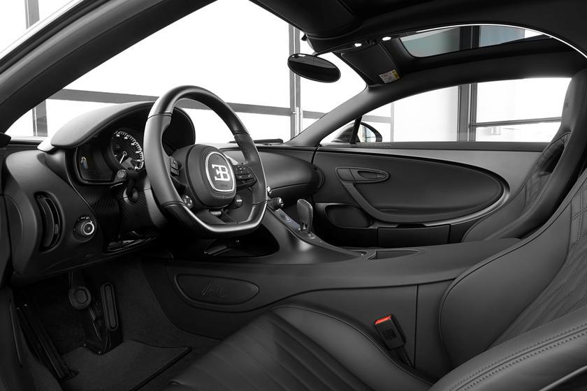Интерьер Bugatti Chiron Noire Sportive