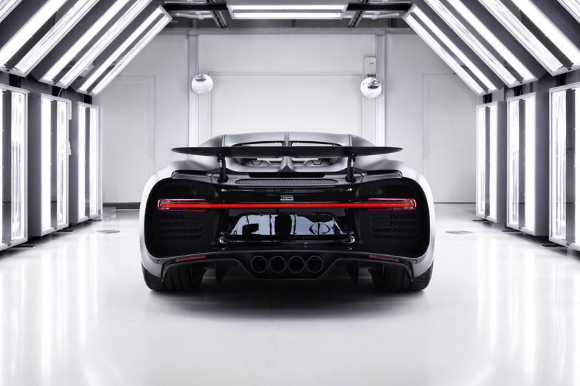 Bugatti Chiron Noire Sportive вид сзади