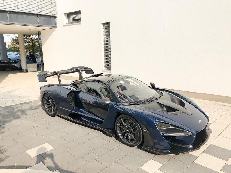синий McLaren Senna