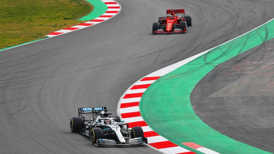 Mercedes и Ferrari в Барселоне в прошлом году