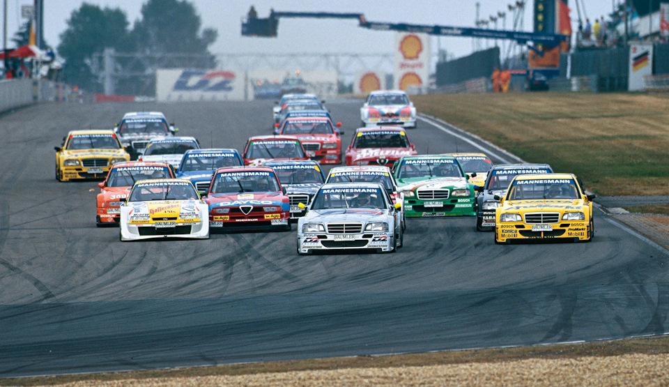 Старт гонки на Нюрбургриенге (кольцо Гран При, 1995 г.). Угнаться за Mercedes-Benz в том сезоне было непросто