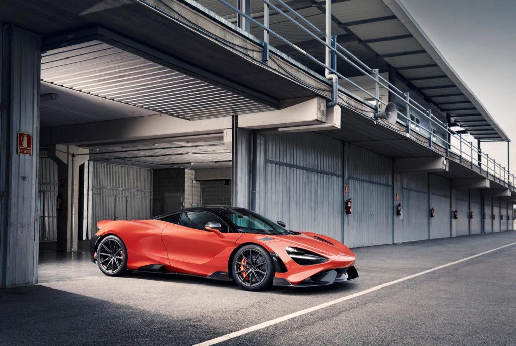гоночный McLaren 765LT