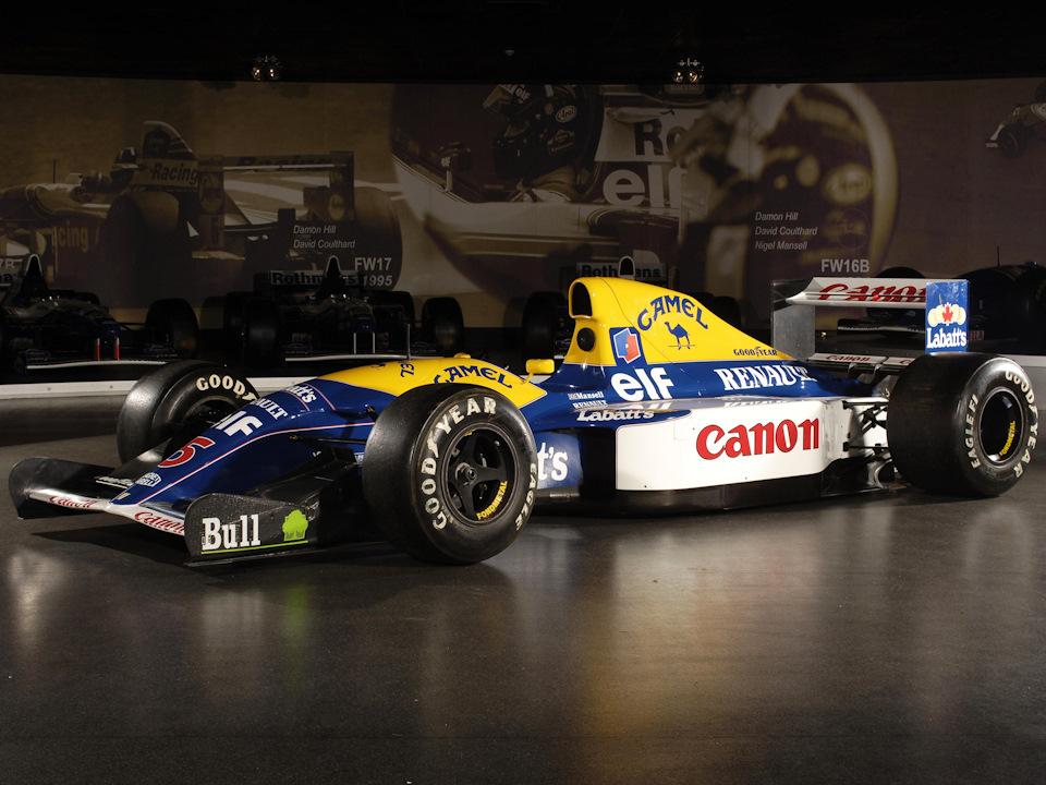 Williams FW14B Renault в музее команды. В 16 Гран При сезона 1992 года FW14B принес 10 побед, 6 победных дублей, 15 поул-позиций, 10 полностью занятых первых рядов на старте, 11 быстрейших кругов. Его преемник FW15C в 1993 году практически полностью повторил эту статистику: 10 побед, 15 поул-позиций, 10 быстрейших кругов, 12 полностью занятых первых рядов на старте, но всего один победный дубль.