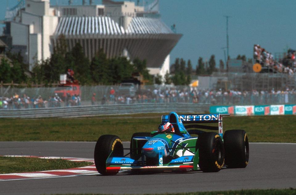 Гран При Канады '94. Михаэль Шумахер за рулем своего B194 на пути к шестой победе в сезоне.