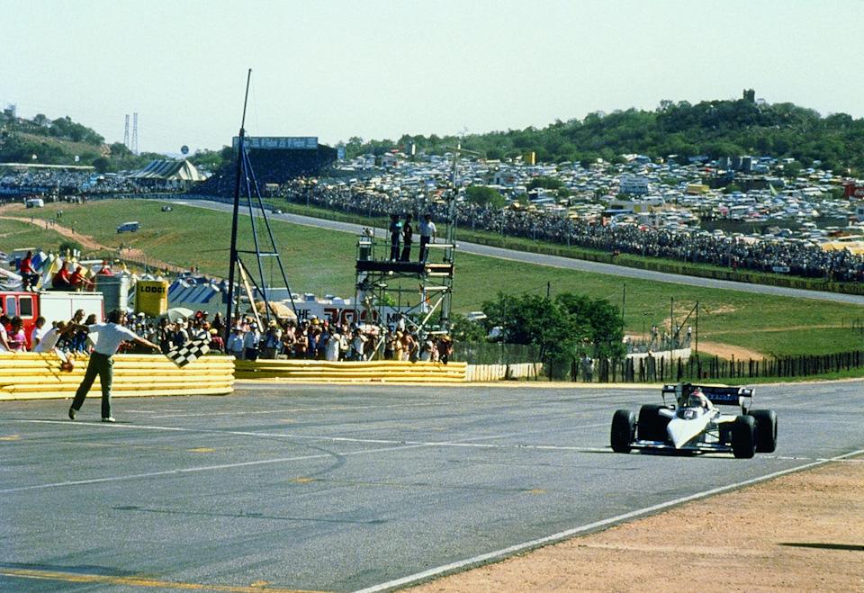 Финиш первого Чемпиона мира, выступавшего на машине с турбодвигателем, в Кьялами.