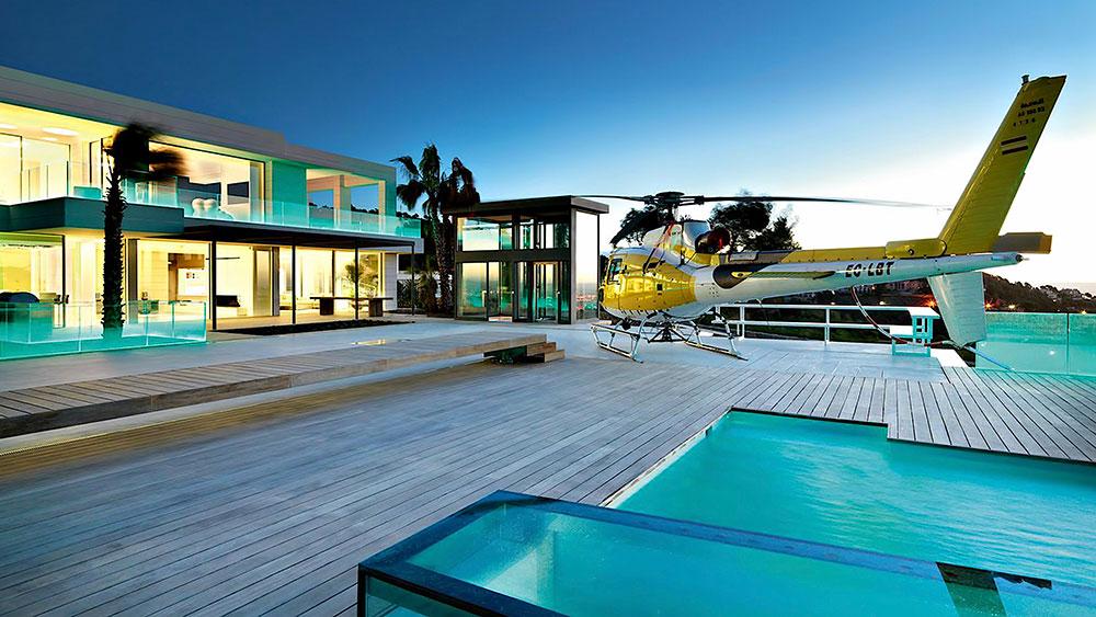 путешествие на вертолёте к своему особняку