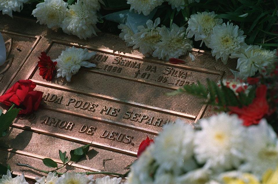«Ничто не помешает Богу любить меня» — написано на надгробном камне Айртона Сенны
