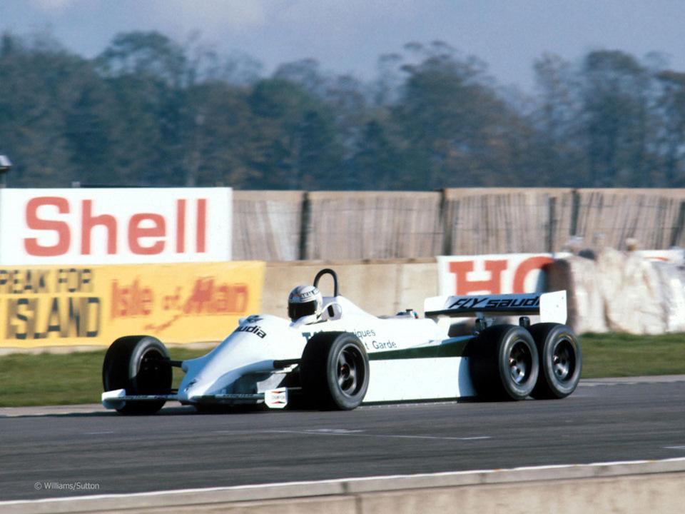 Алан Джонс за рулем Williams FW07D Ford