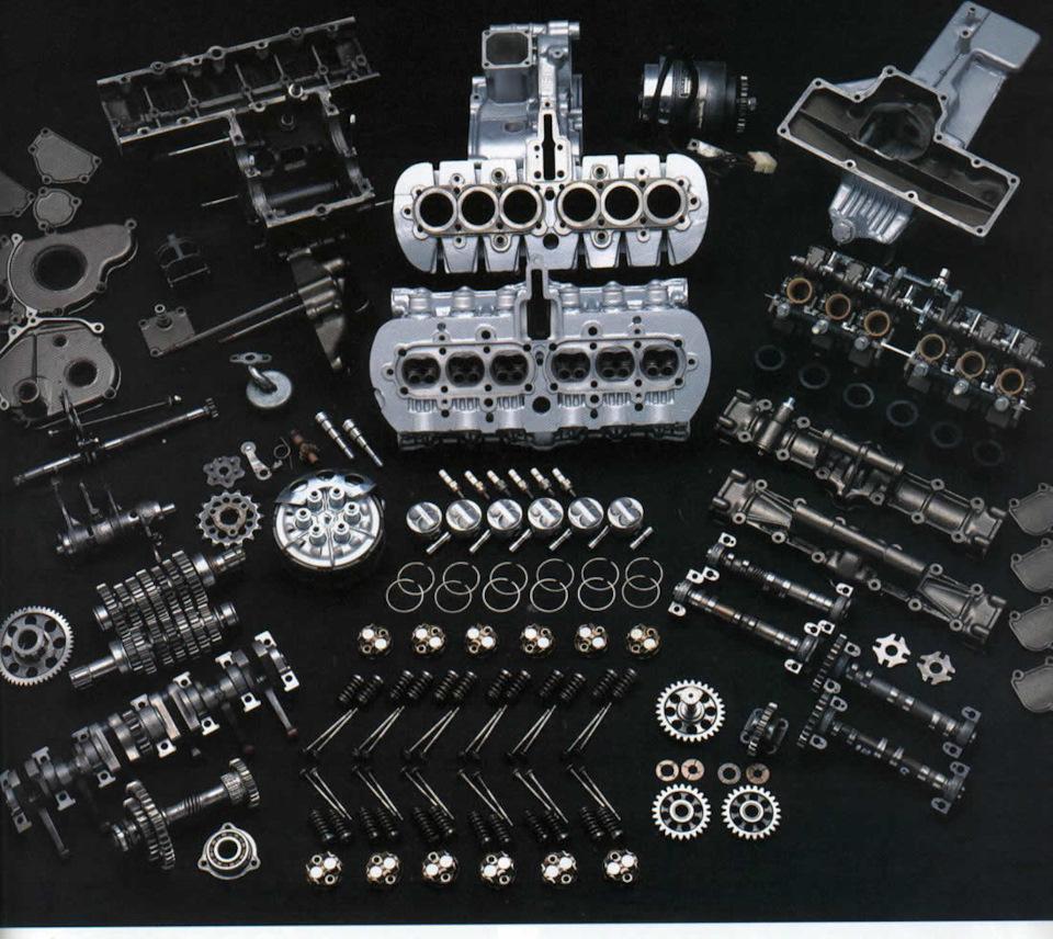 Двигатель Honda RC166 в разобранном состоянии