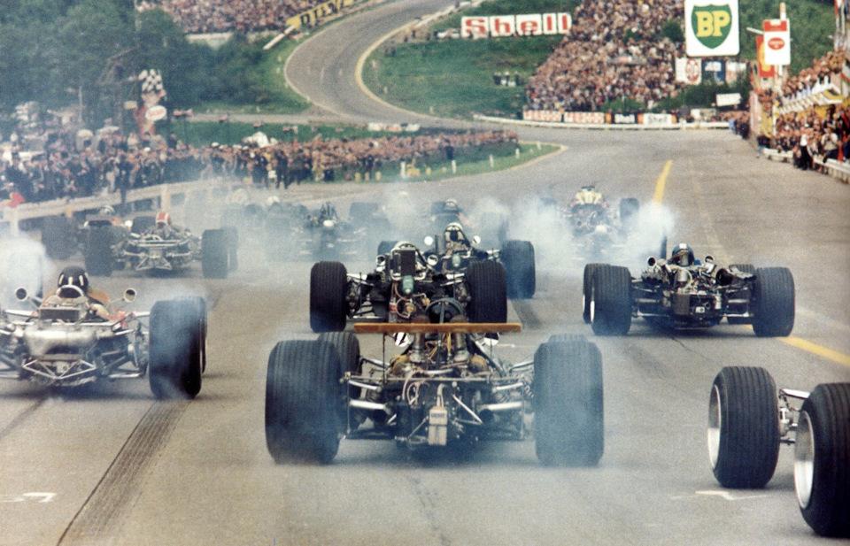 Старт Гран При Бельгии '68. Слева – Грэм Хилл (Lotus 49B Ford), начинающий гонку с 14-го места
