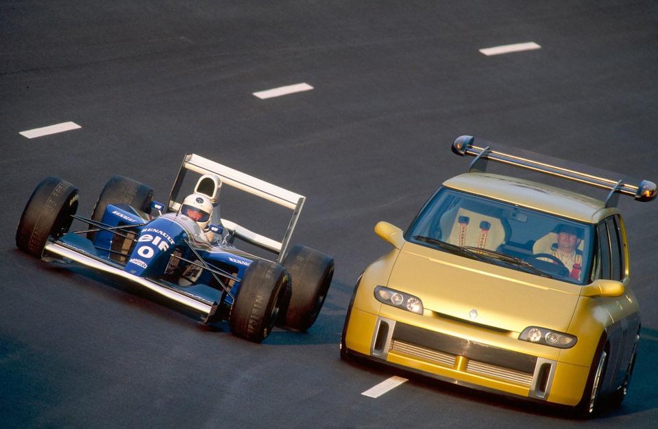 На Renault Espace F1 3,5-литровый атмосферный V10 развивал 789 сил в отличие от 690 на Williams FW15C