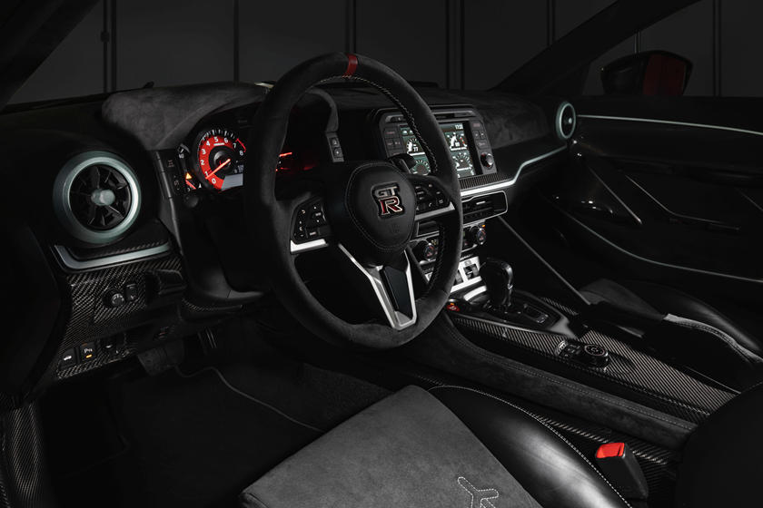 интерьер Nissan GT-R 50 от Italdesign