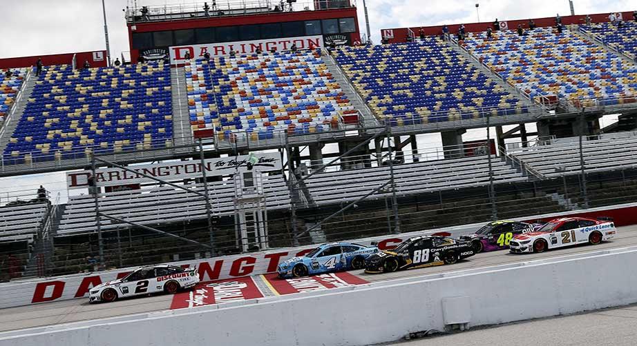 пустые трибуны NASCAR