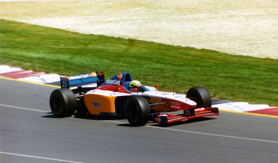 Рикардо Россет за рулем Lola T97/30 на Гран При Австралии '97.