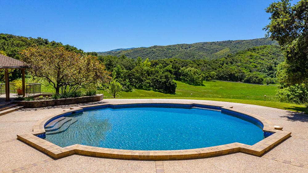 бассейн на ранчо
