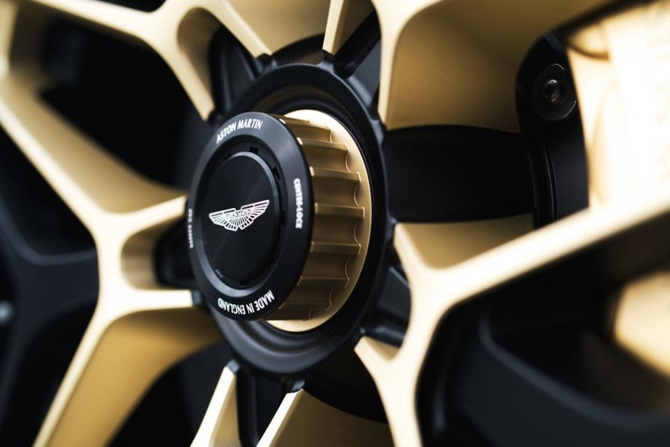 детали Aston Martin DBS GT Zagato