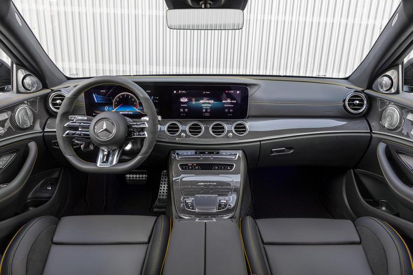 интерьер Mercedes-AMG E63