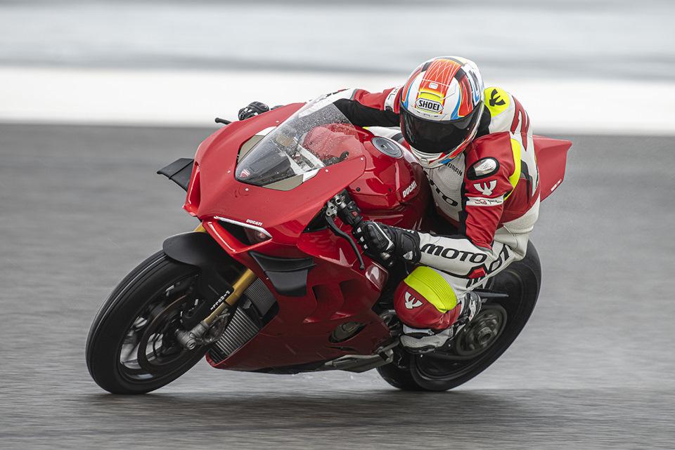 Ducati Panigale V4 S  обзор
