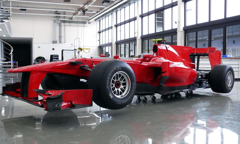 Toyota TF110, выкрашенная в цвета Stefan GP.