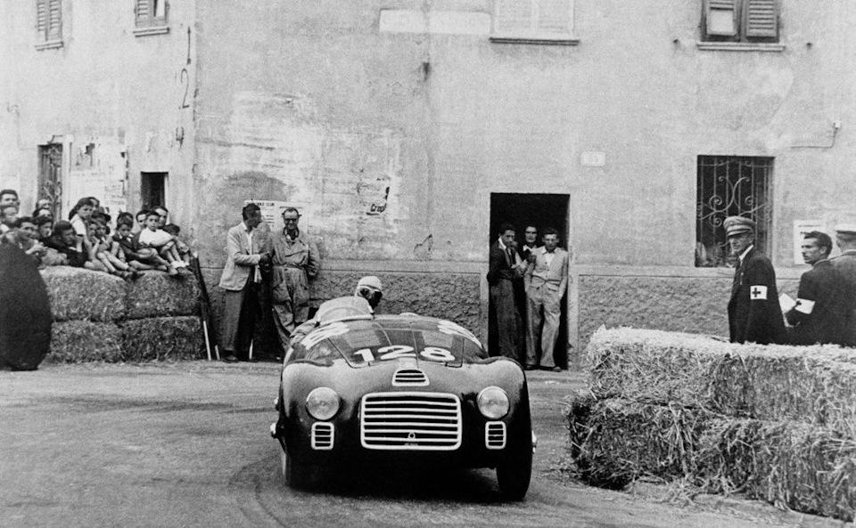 Дебют автомобиля «Феррари» в гонках