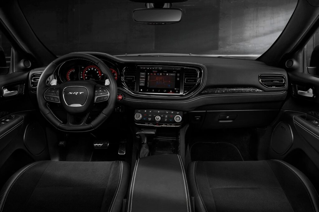 внутри Dodge Durango SRT Hellcat