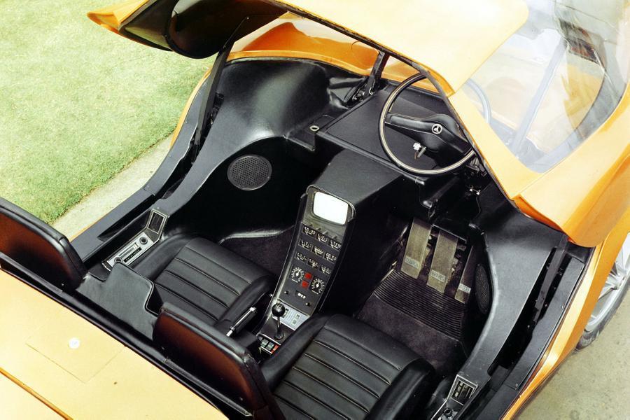 кокпит Holden Hurricane Concept