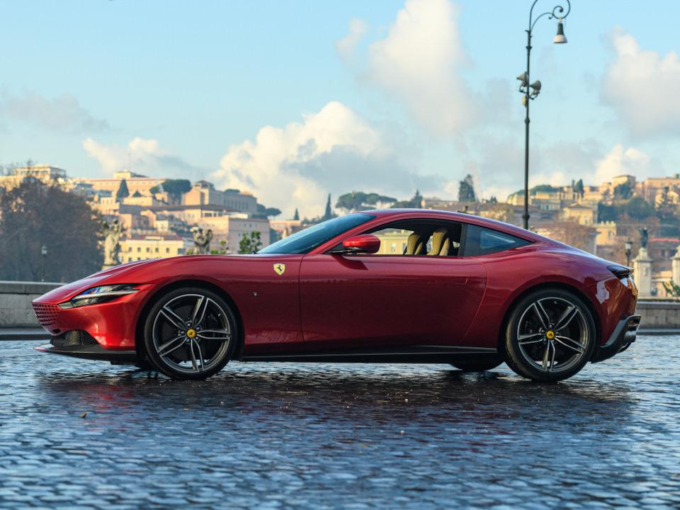 фото Ferrari Roma
