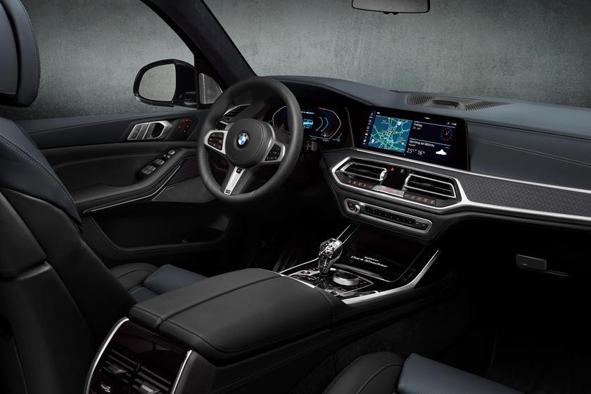 обзор BMW X7 Dark Shadow Edition