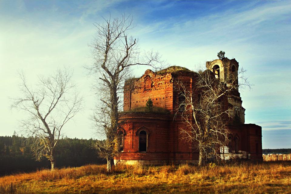 Заброшенный храм в селе Исетском