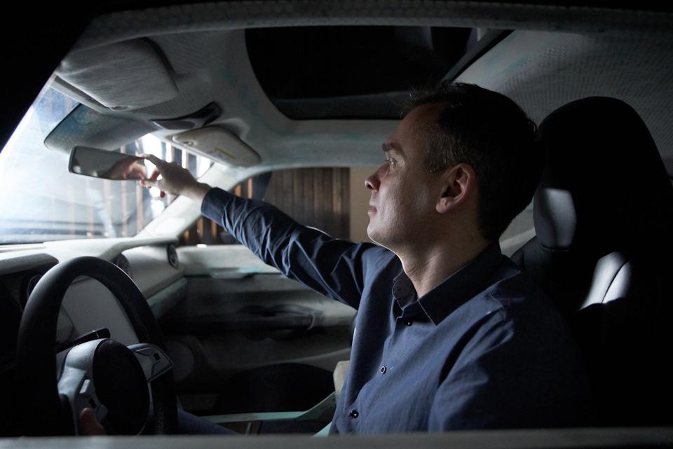 интерьер Ford Mustang с внутренностями Tesla