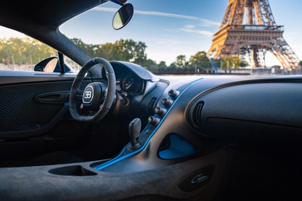 внутри Bugatti Chiron Pur Sport