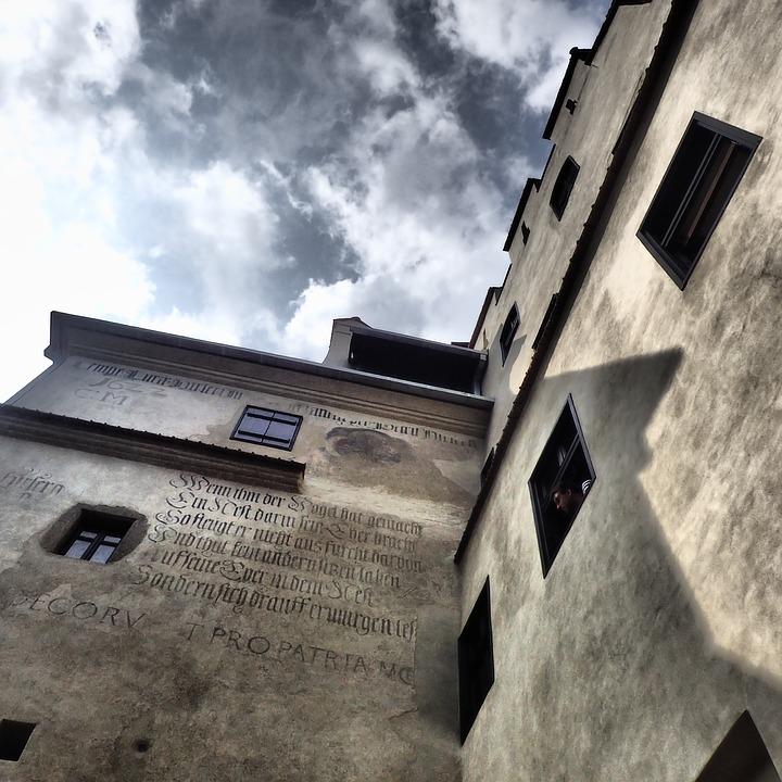 надписи на замке графа Дракулы