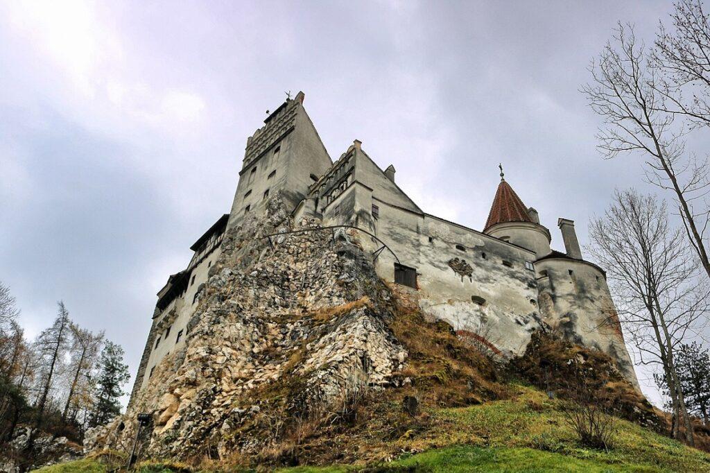 вид замок графа Дракулы