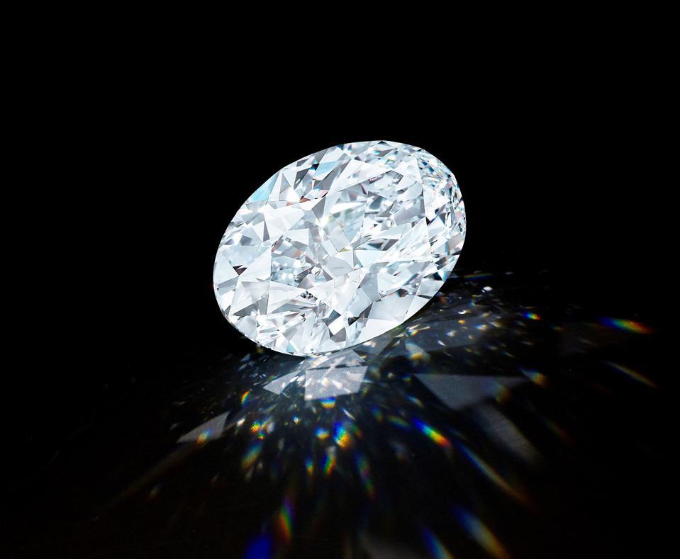 безупречный овальный бриллиант