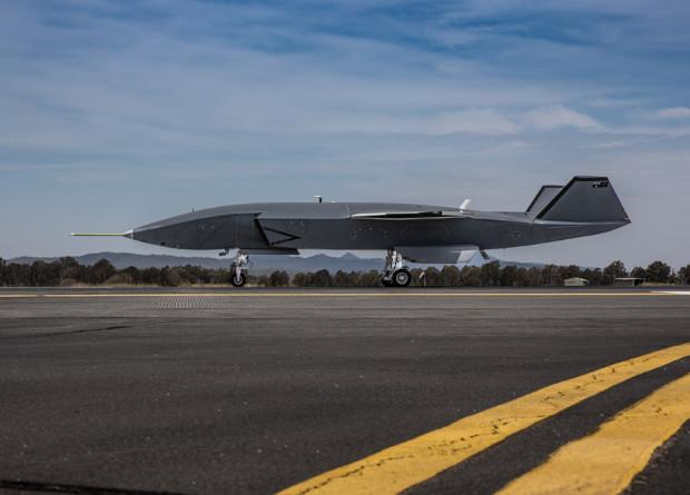 Беспилотный ведомый Boeing