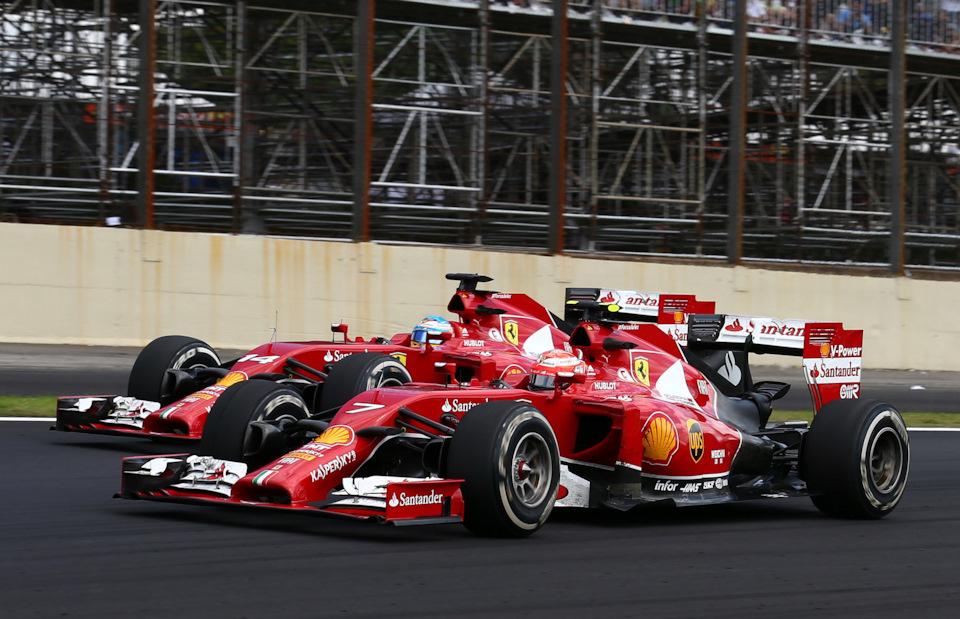 Кими Райкконен (#7) и Фернандо Алонсо (#14, оба – Ferrari F14T) на Гран При Бразилии '14