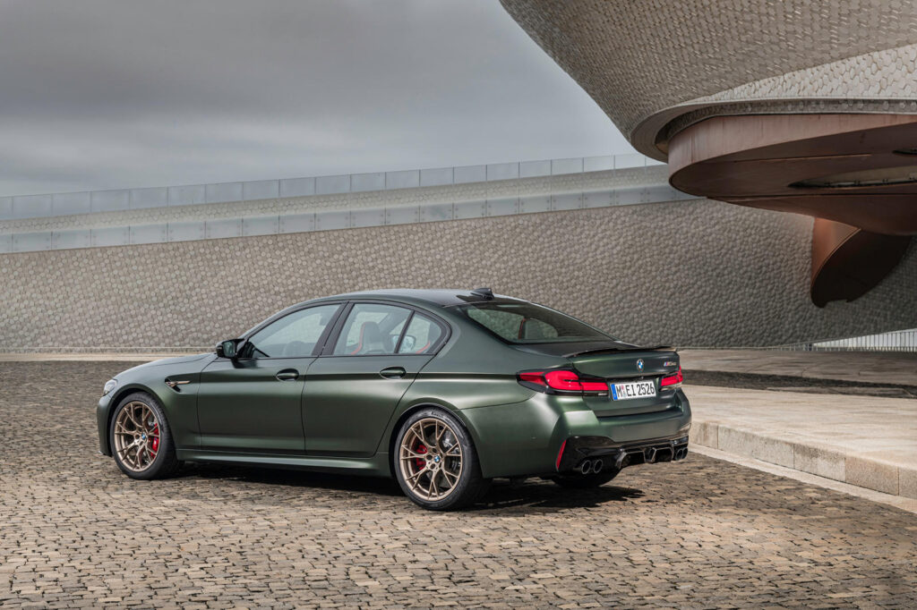 BMW M5 CS вид сзади