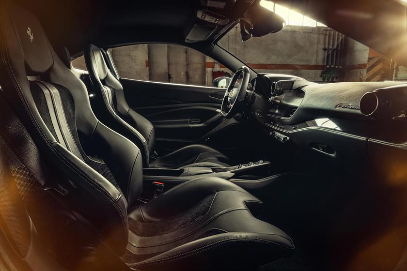 Ferrari F8 Tributo внутри