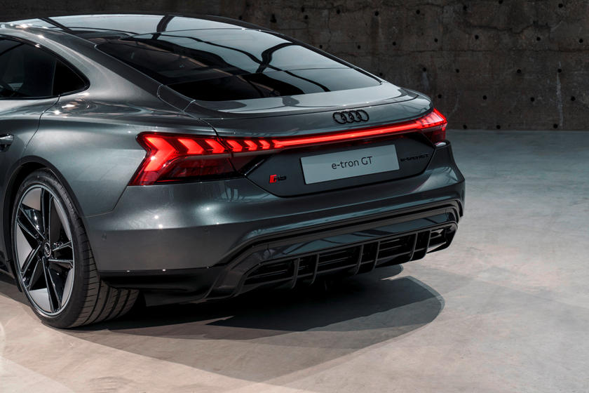 Audi e-tron GT динамика и скорость