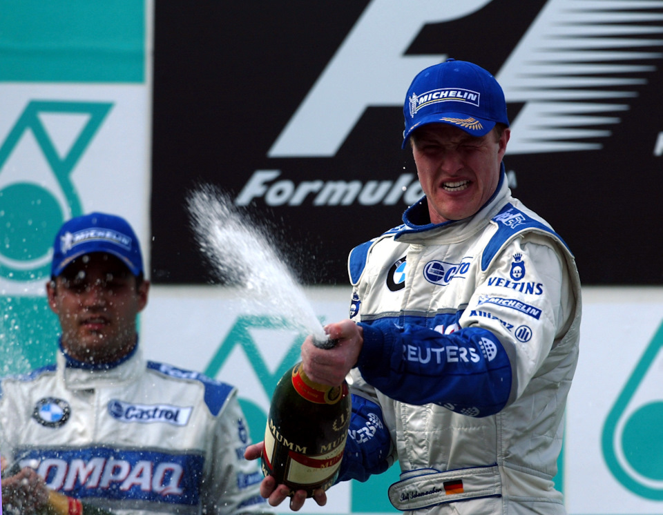 Ральф Шумахер и Хуан-Пабло Монтойя празднуют дубль на Гран При Малайзии '02.