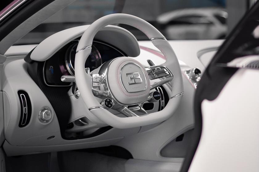 розовый Bugatti Chiron Sport